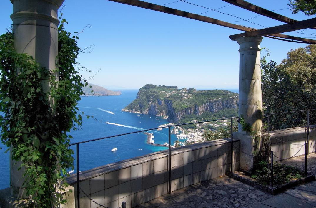 vista-do-alto-da-villa-san-michele-capri